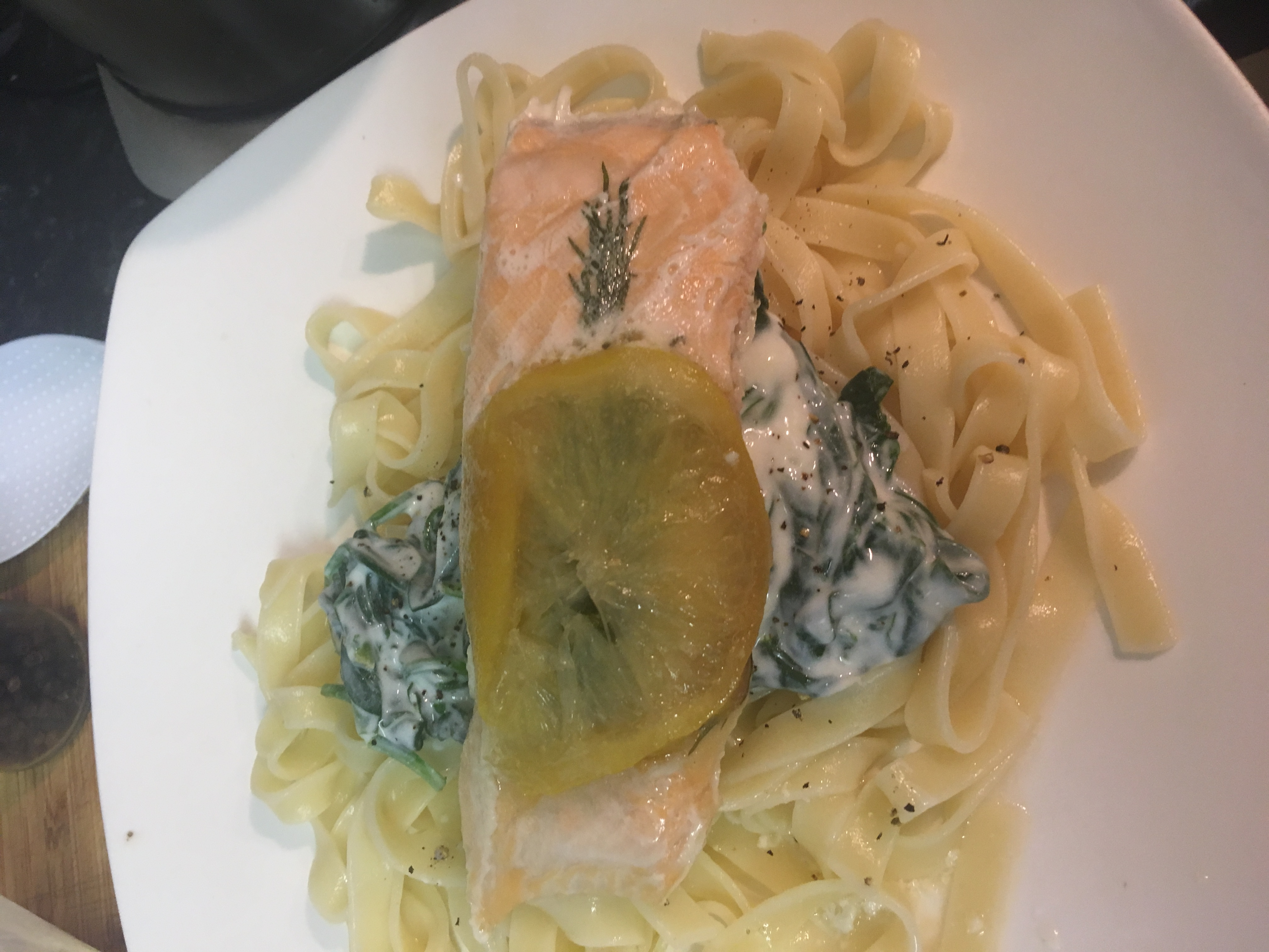 Steamed salmon with tagliatelle and spinach